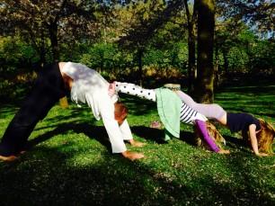 Aanmelden voor een workshop Ouder & Kindyoga kan via www.dekinderyogatuin.nl .